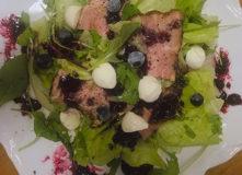 ブルーベリードレッシングのサラダ